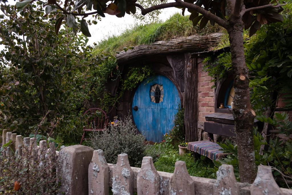 Foto von einem kleinen Hobbithaus