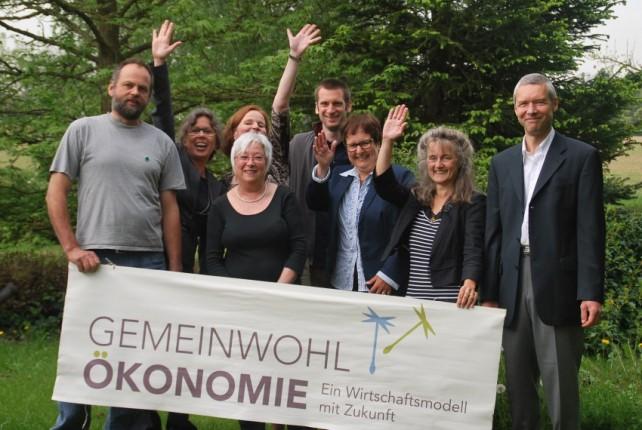 Foto eines Treffens von Menschen, die sich für die Gemeinwohlökonomie einsetzen.