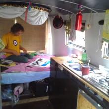 Foto vom Bus innen (Küche, Schlafzimmer)