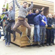 Foto von der Stroh Lehm Box mit Green Skills TeilnehmerInnen