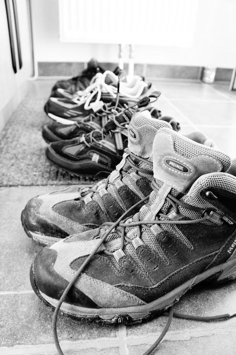 Foto von 4 Paar Schuhen aufgereiht