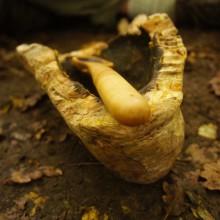 selbst geschnitzte Schale mit selbst geschnitztem Holzlöffel