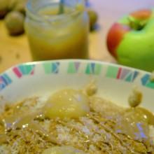 Foto von Frühstücksbrei mit Apfelmus