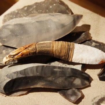 Flintknapping – Steinwerkzeug selber machen