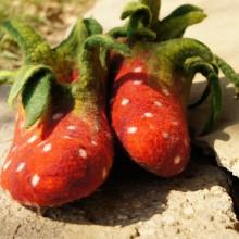 Foto von Hausschuhen im Erdbeer-Look