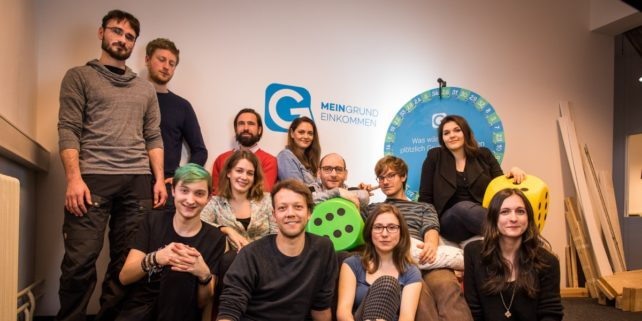 Foto des Teams hinter dem Projekt Mein BGE mit 12 Personen