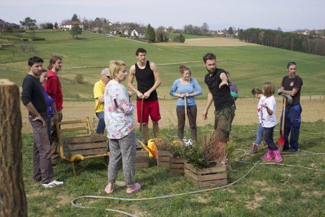 Foto einer Gruppe von Menschen, die am CSA-Betrieb Sepplashof mitwirken