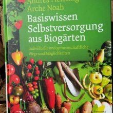 Foto vom Cover des Buches Basiswissen Selbstversorgung aus Biogärten