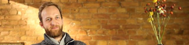 Portrait des Filmemachers und Bildungsutopisten Joshua Conens