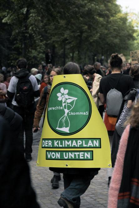 """""""gerechte1komma5-Der Klimaplan von unten"""" bei der FridaysForFuture-Demo"""