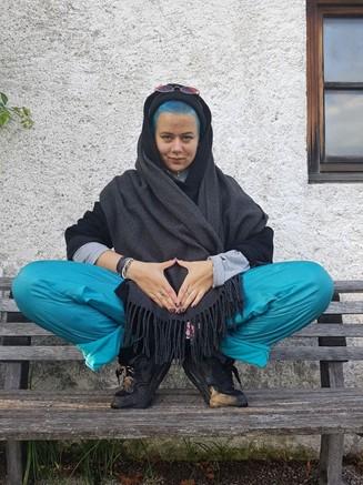 Foto von Maya, die uns ein Interview zu Bildung in Krisenzeiten gegeben hat.
